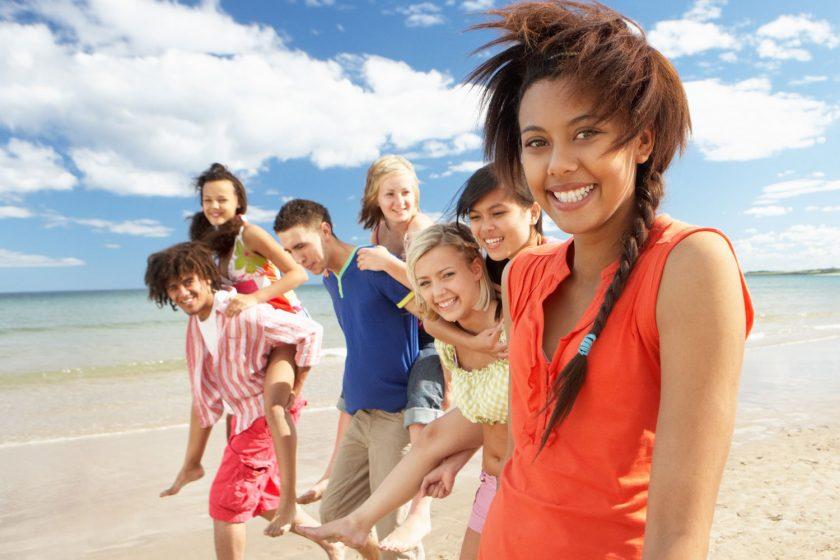Réserver une colonie de vacances 17 ans, vers qui se tourner ?