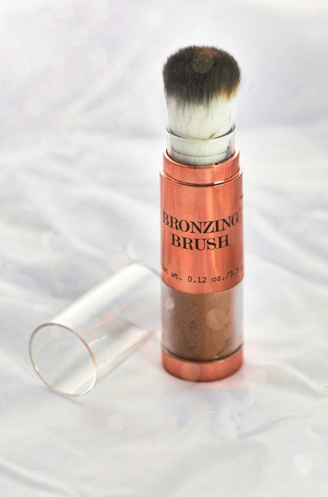 Poudre bronzante, sérum rajeunissant, masque liftant : des produits de beauté révolutionnaires